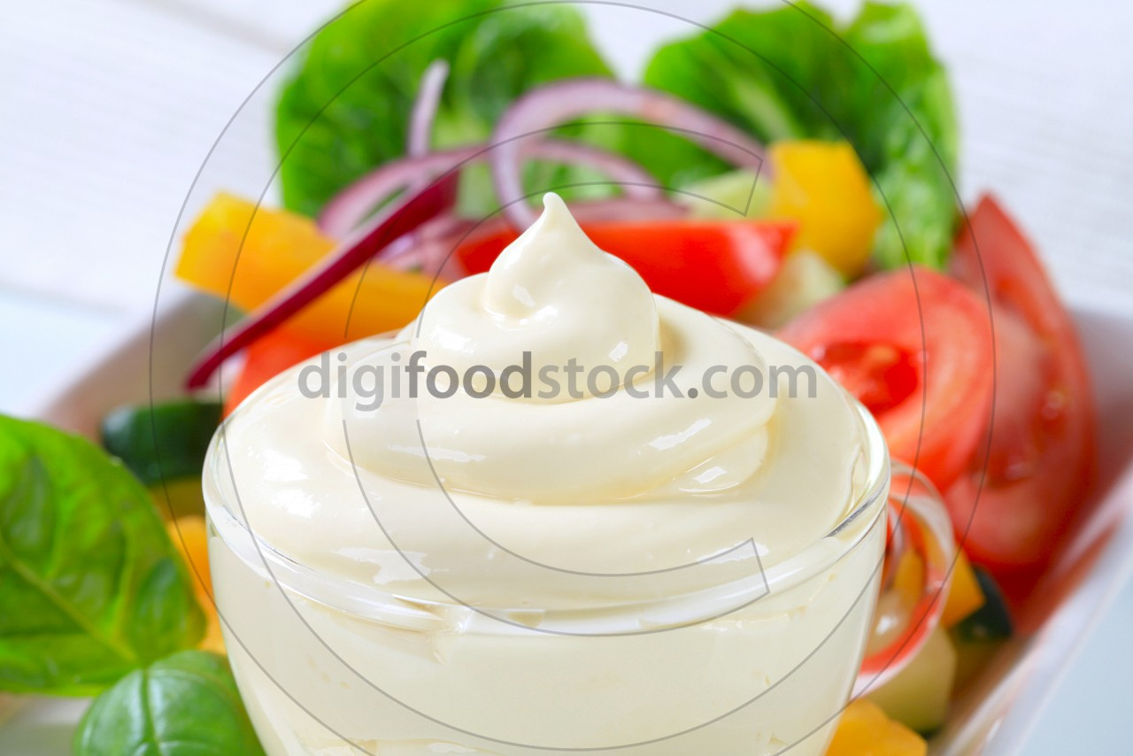 Vegetable salad with salad dressing