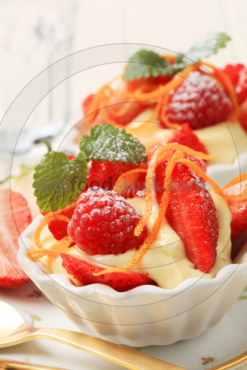 Creamy pudding and fresh fruit