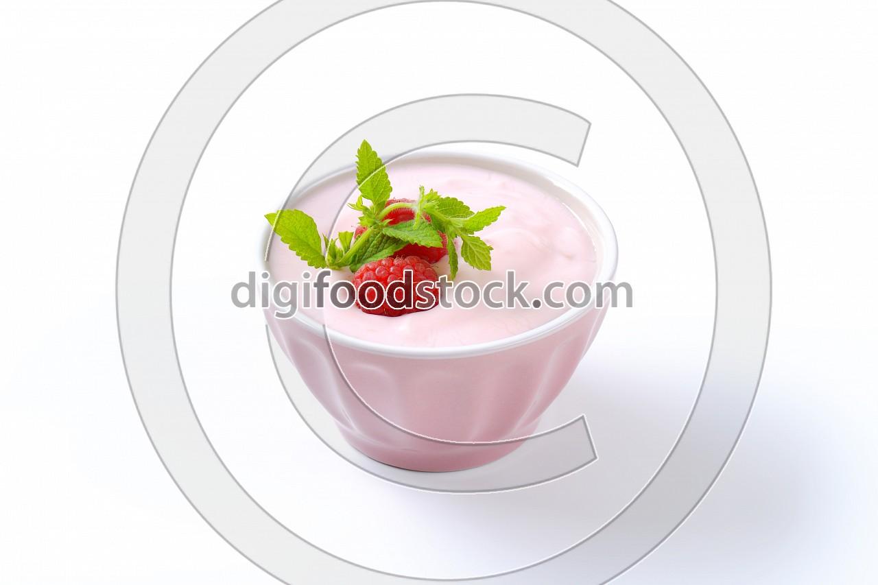 Light raspberry yogurt