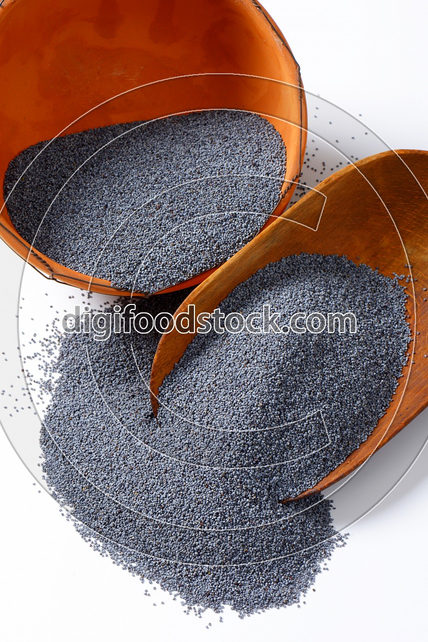 Scoop of poppy seeds